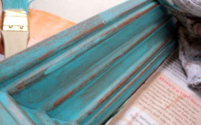 diy-distressed-picture-frame-applying-paint