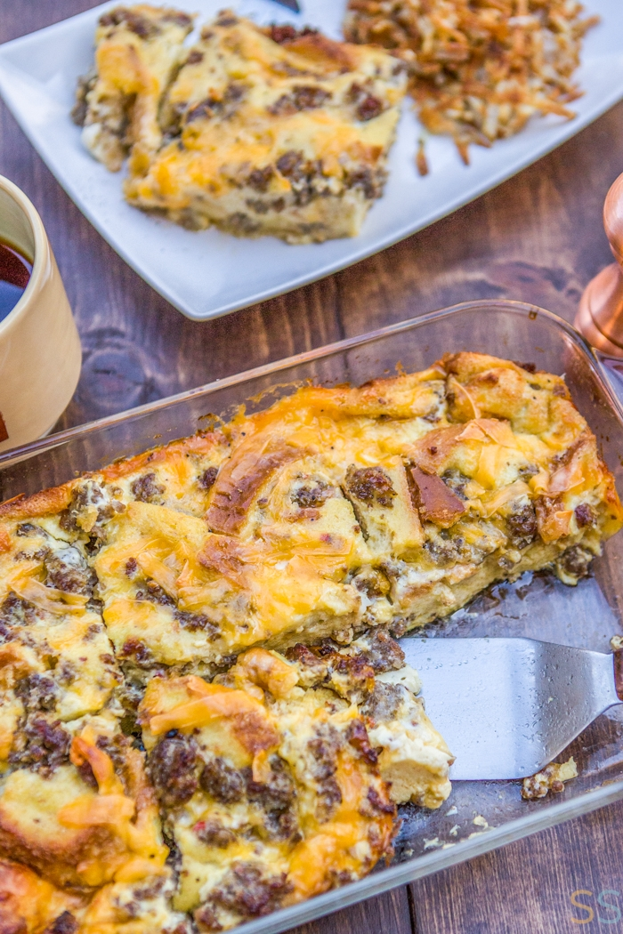 Sausage Breakfast Casserole Recipe - such an easy breakfast casserole! This sausage, egg and cheese casserole is cheesy, bubbly and fluffy all at the same time. And it'll make the perfect Christmas morning breakfast!