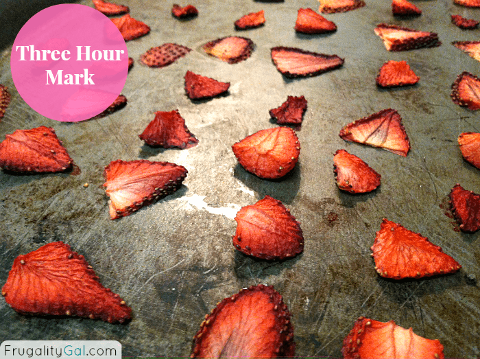 Make your own oven-dried strawberries. Easy, tasty and cheap! | www.savorandsavvy.com