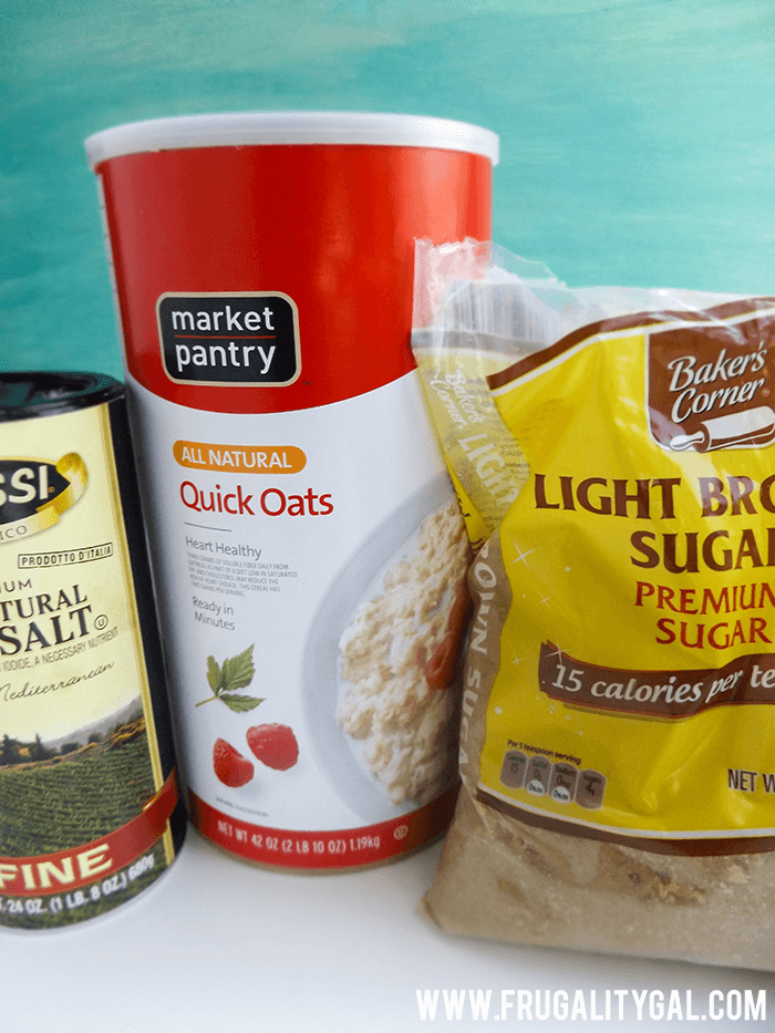 Meal prep : Make your own homemade oatmeal packets for just $0.15 each! Knock out a month of breakfasts in minutes. Quick, easy and frugal!