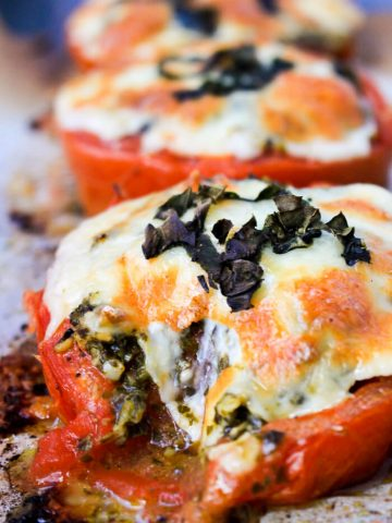 Roasted tomato melts - an easy side dish for dinner that takes only 25 minutes (and 20 of those are completely hands off!)