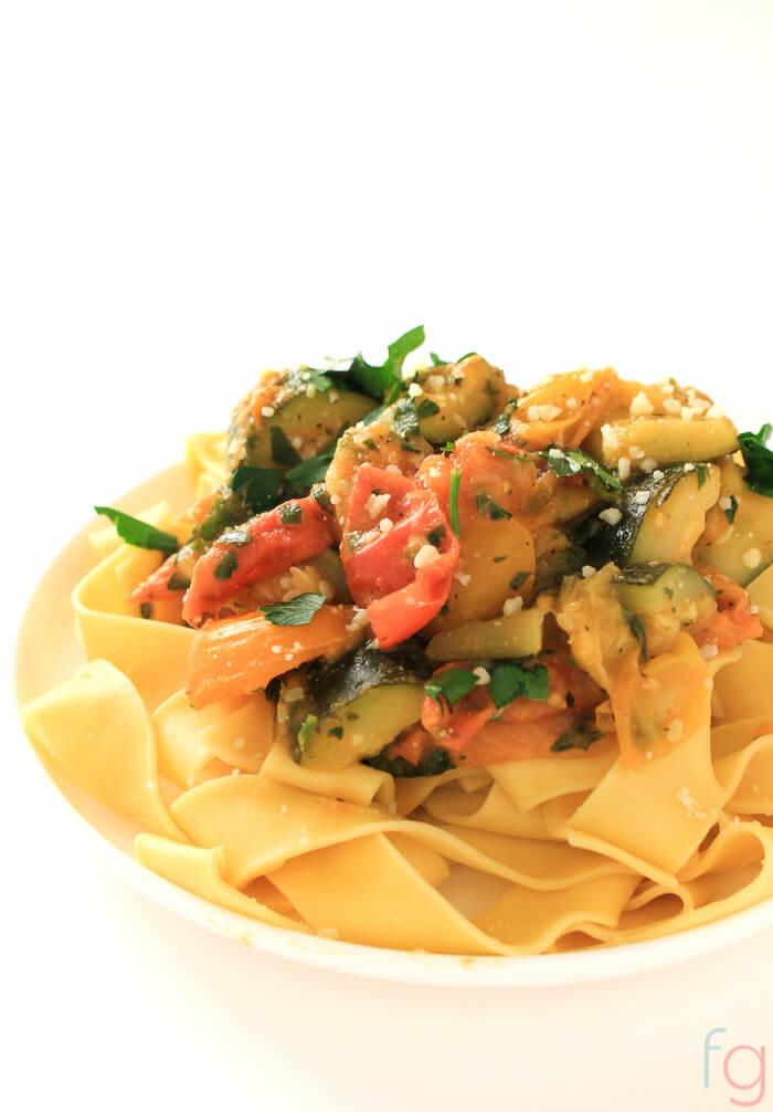 Easy Vegetarian Pasta Recipe - 30 Minute Meals Healthy - Vegetable Pasta Recipe - Vegetarian Recipes Healthy - Vegetarian Meals - Vegan Recipes Easy - Easy Dinner Recipes
