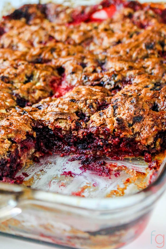 Mixed Berry Dump Cake Recipes Berry - Mixed Berry Dessert Recipes - Mixed Berry Cobbler - Mixed Berry Dump Cake No Butter - Mixed Berry Crisp - Easy Dessert Recipes Quick