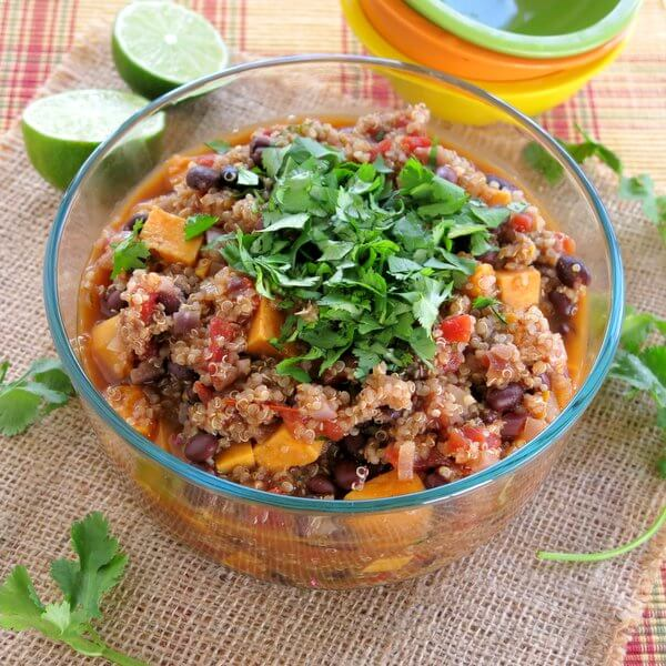Sweet Potato Black Bean Quinoa Chili - 20 Vegan Dinners You Should Make Tonight