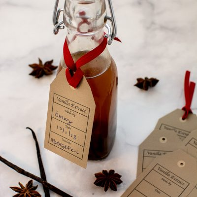 Super Easy Homemade Vanilla Extract Recipe with Free Printable Gift Tag