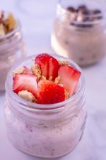 Strawberries and Graham Crackers Top this Overnight Oat Recipe