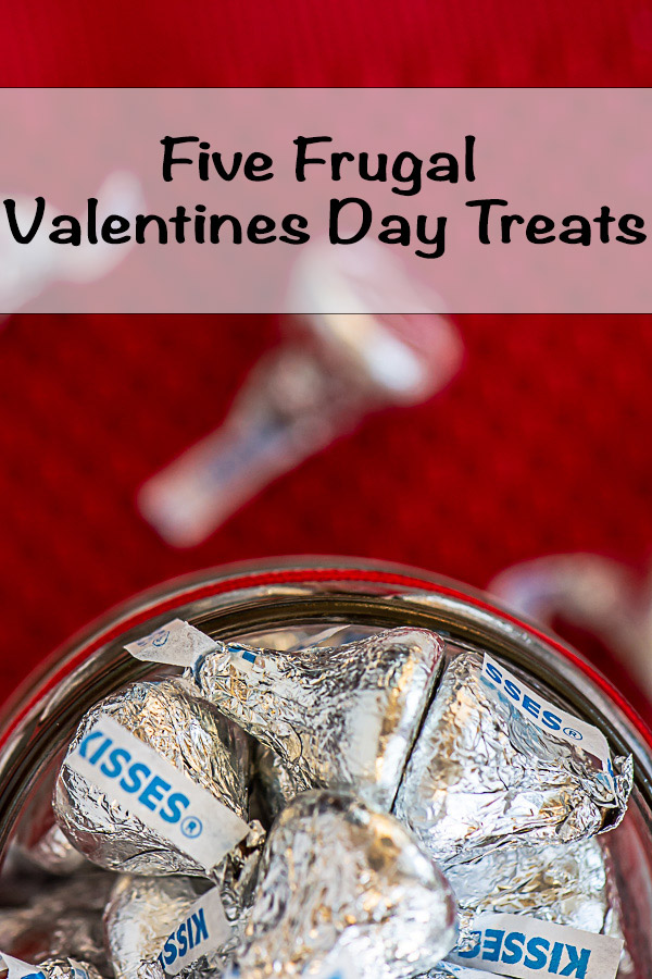 Jar of Hershey Kisses Wrapped in a Heart Printable #ValentinesDay #FrugalTreats #CheapSnacks #ValentinesTreats #Frugal #FrugalSchoolSnacks #EasyTreats